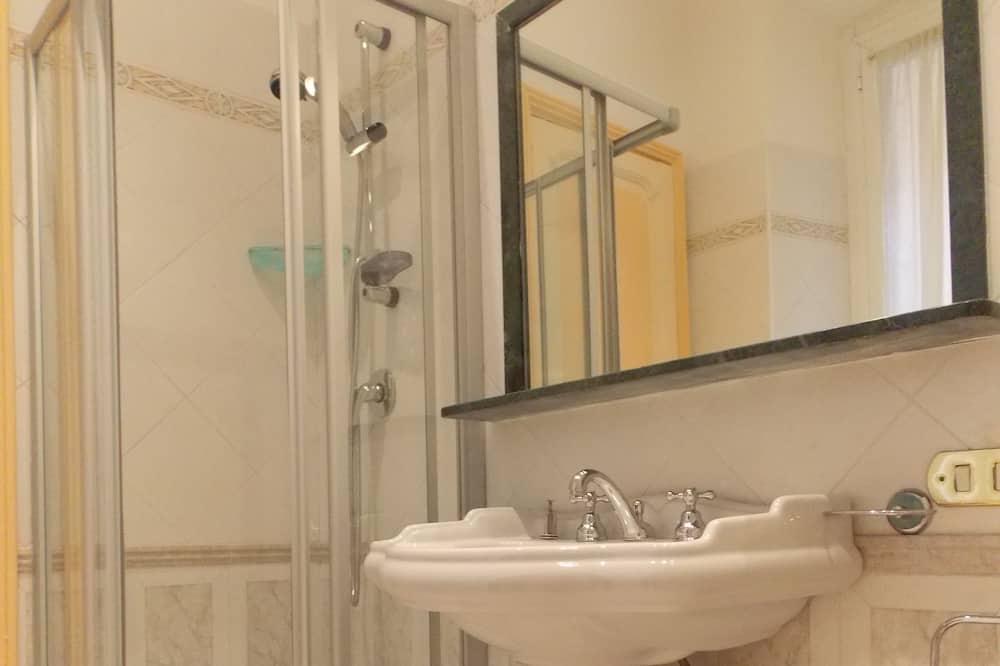 Standard Double or Twin Room, 1 Queen Bed, Non Smoking - Bathroom