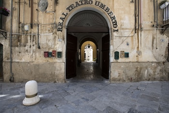 Enter your dates for our Palermo last minute prices