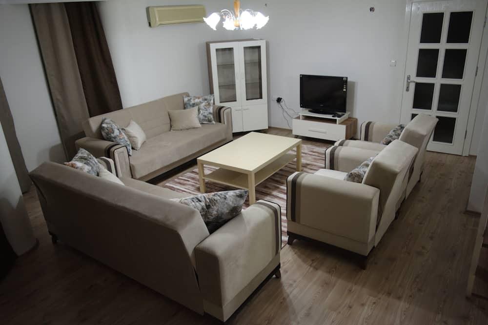 Apartment, 3 Bedrooms (No:3) - Living Room