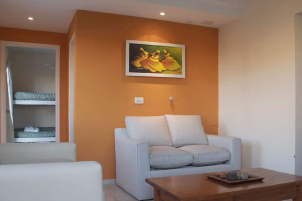 Apartment, 2 Bedrooms, Private Bathroom - Living Area