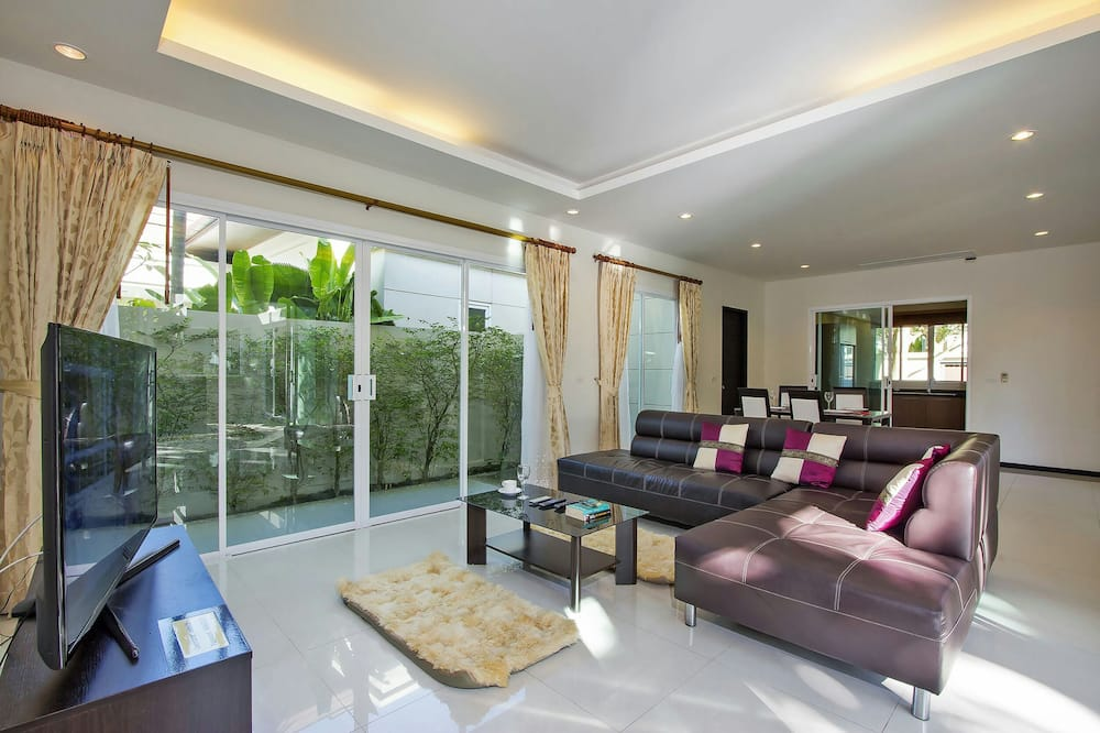 3-Bedroom Villa with Private Pool - Wohnzimmer