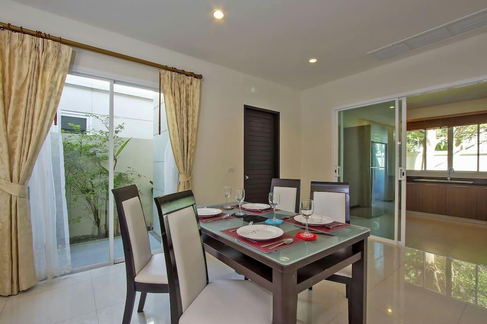 3-Bedroom Villa with Private Pool - Essbereich im Zimmer