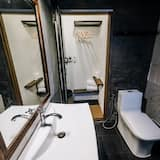 Standard Double Room with Private Bathroom - Banyo