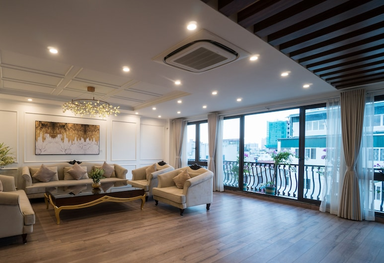 iRest Apartment, Hanoi, Panoramic-Penthouse, Wohnbereich