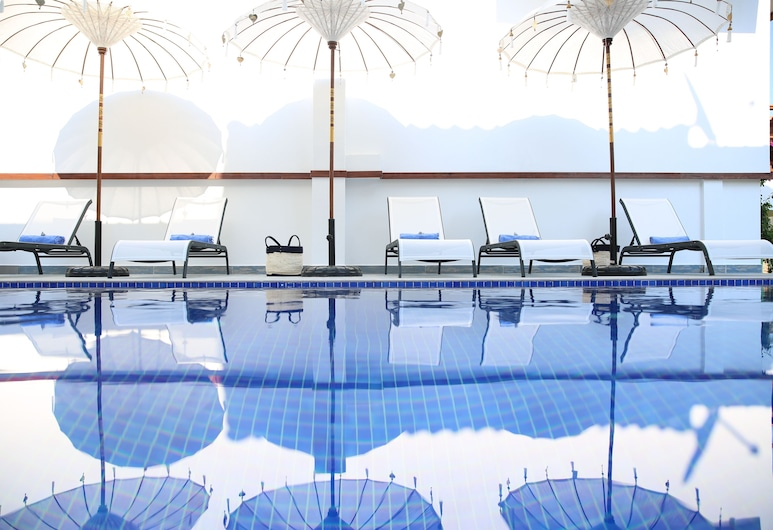 Alp Suites Pinehill, Ula, Piscine en plein air