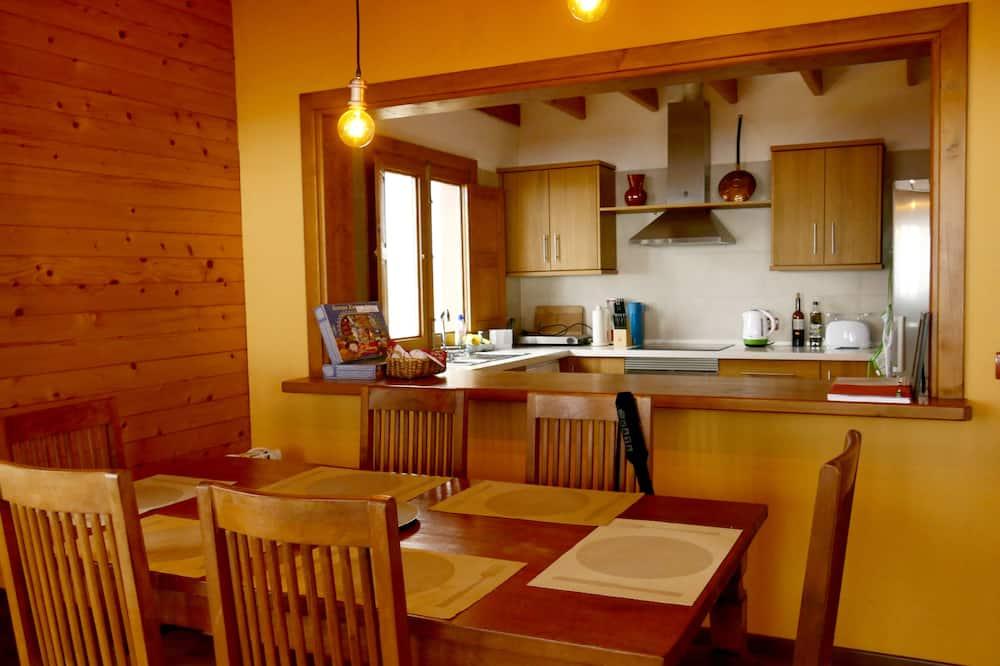 Villa, 2 Bedrooms, Balcony - In-Room Dining