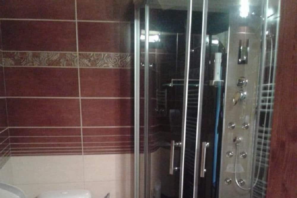 Driepersoonskamer, en-suite badkamer - Badkamer