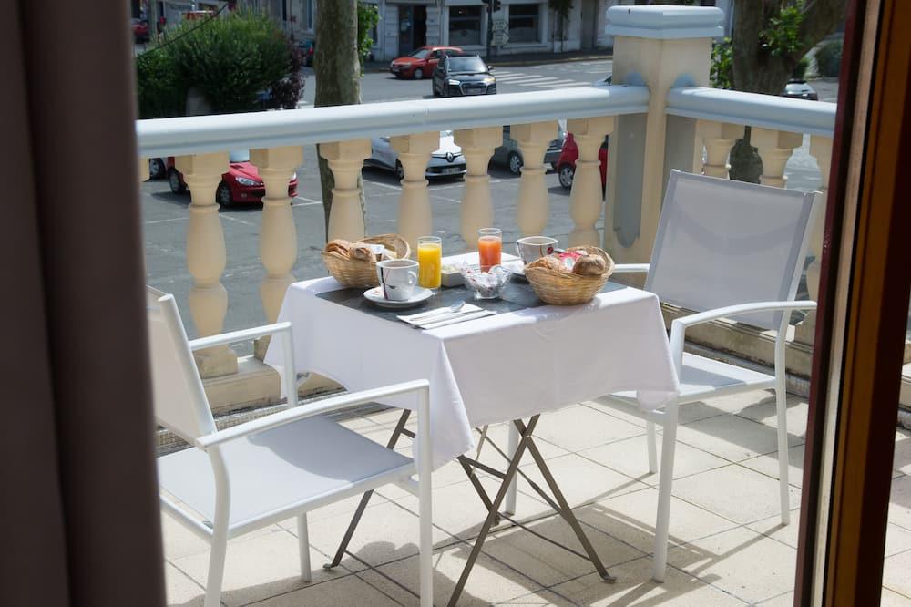 Suite Supérieure, terrasse - Restauration dans la chambre