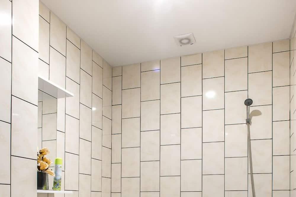 Basic Double Room Single Use, 1 Double Bed - Bathroom