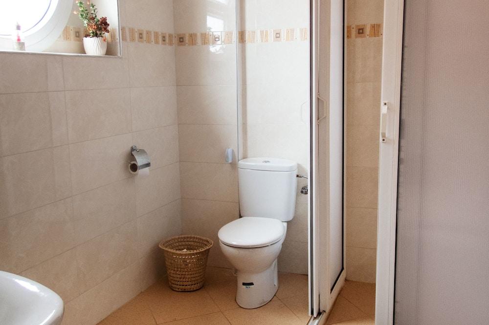 Deluxe szoba kétszemélyes ággyal, 1 queen (nagyméretű) franciaágy, privát fürdőszoba - Fürdőszoba