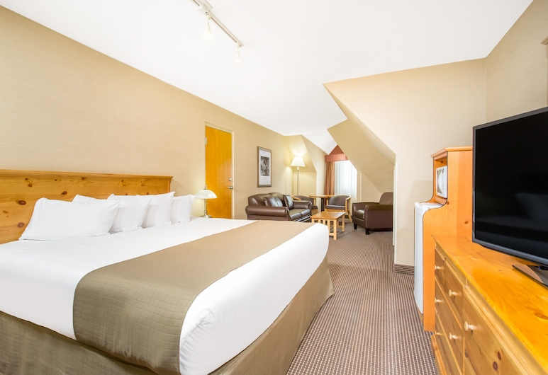 Canmore Inn & Suites, Canmore, Deluxe Double Room, 1 King Bed, Guest Room