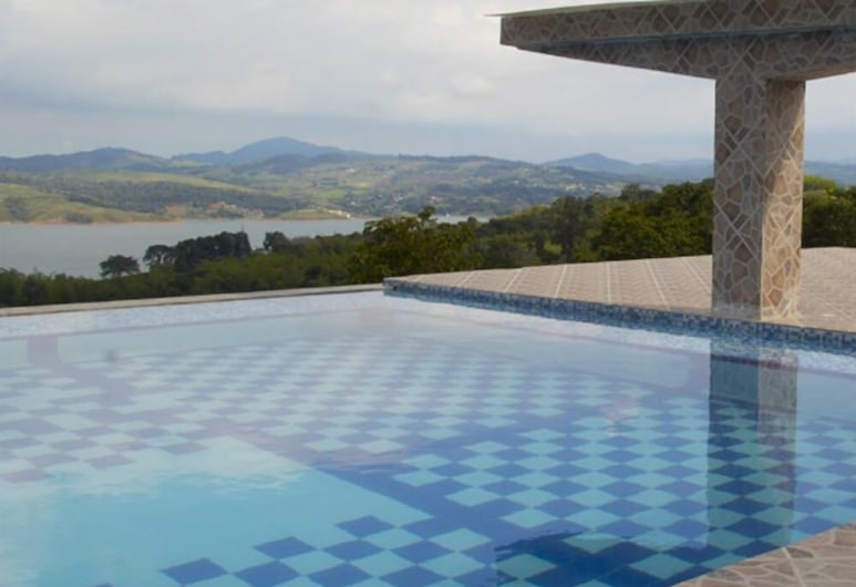 Summun Suites Calima Lake, Calima, Pool