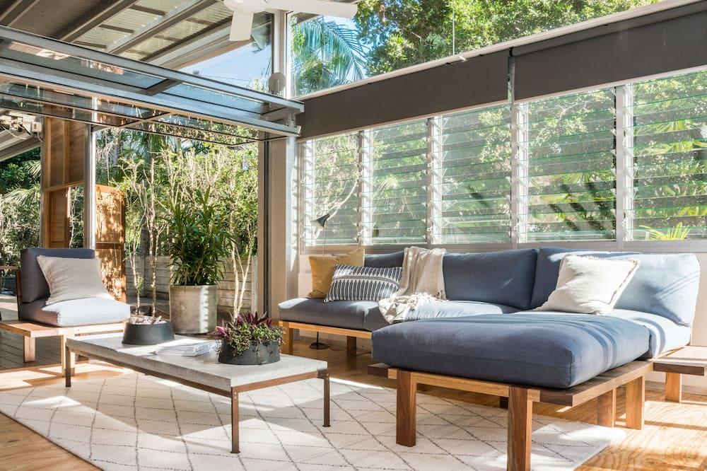 Dizaina māja, trīs guļamistabas, skats uz dārzu - Dzīvojamā istaba