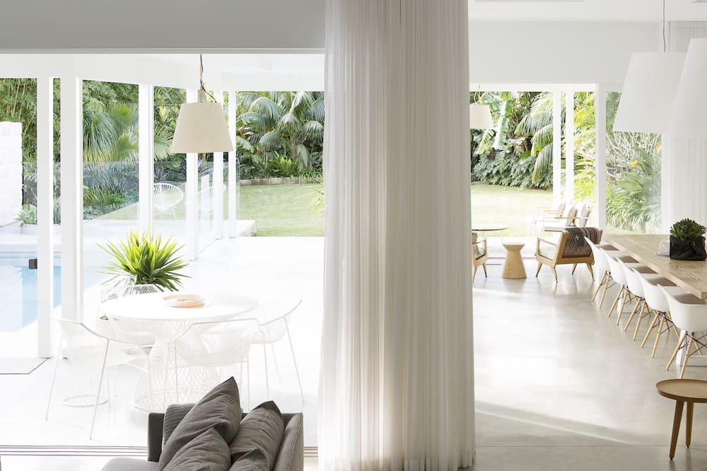 4 Bedroom, 6 Bathroom Beach House  - Living Area