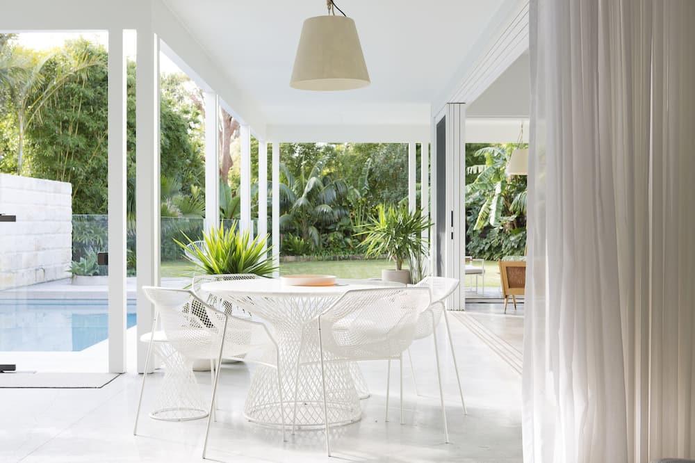 4 Bedroom, 6 Bathroom Beach House  - Terrace/Patio