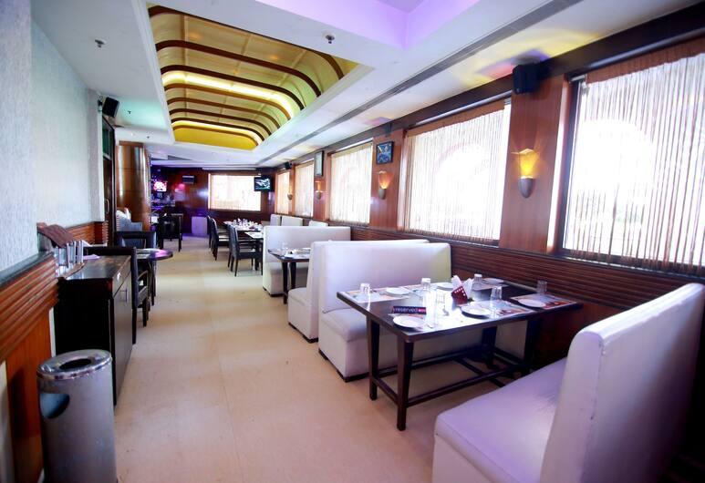 Hotel Chanson Grand Westend, Нью-Дели, Ресторан