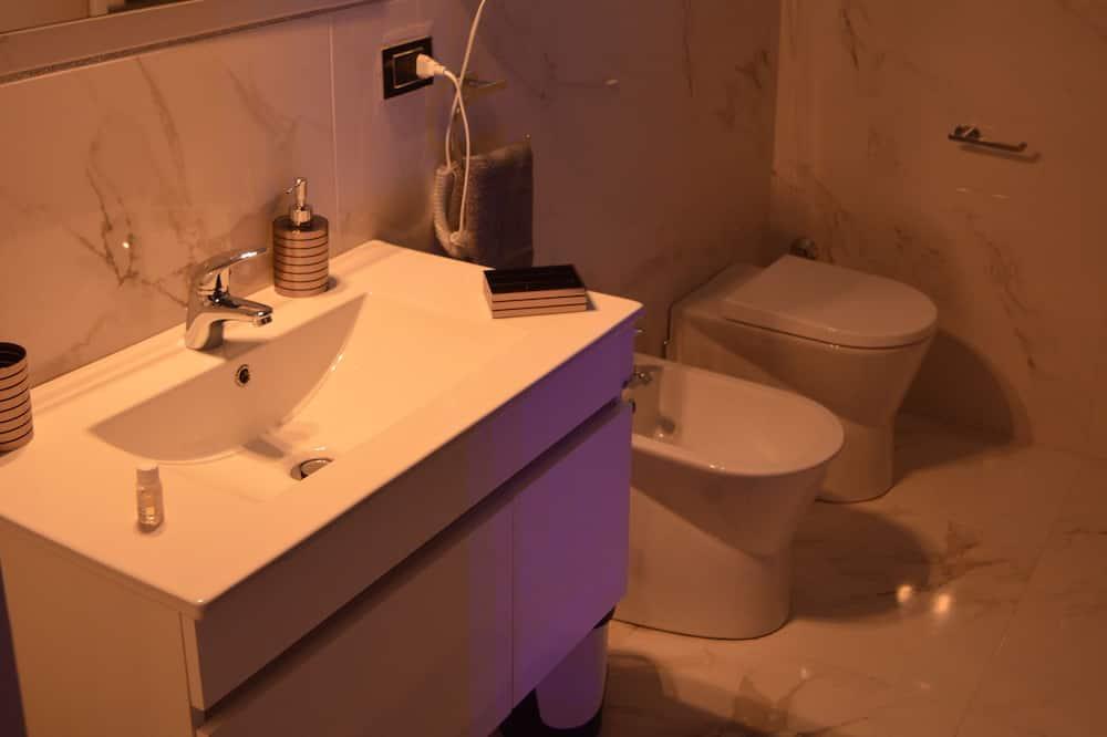 ห้องสวีท, อ่างอาบน้ำ - ห้องน้ำ