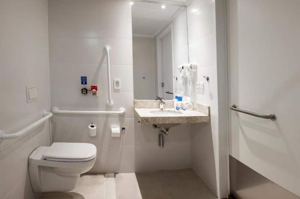 Standard Room, 1 King Bed, Accessible (Roll-In Shower) - Bathroom