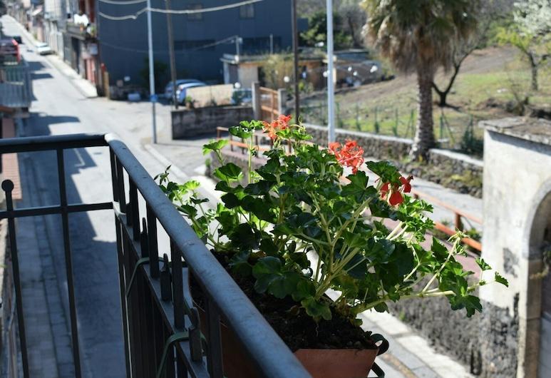 B&B L' Aquila dell' Etna, Santa Venerina, Double or Twin Room, Balcony, Mountain View, Balcony