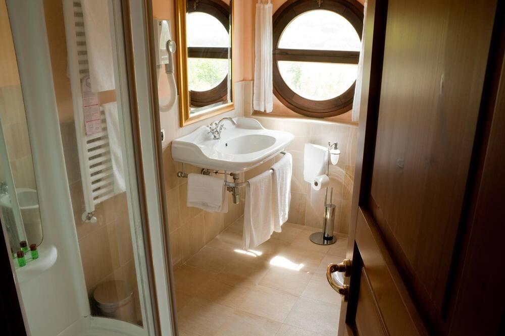 Kambarys (1 dvigulė / 2 viengulės lovos) - Vonios kambarys