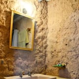 Kambarys verslo klientams - Vonios kambario kriauklė