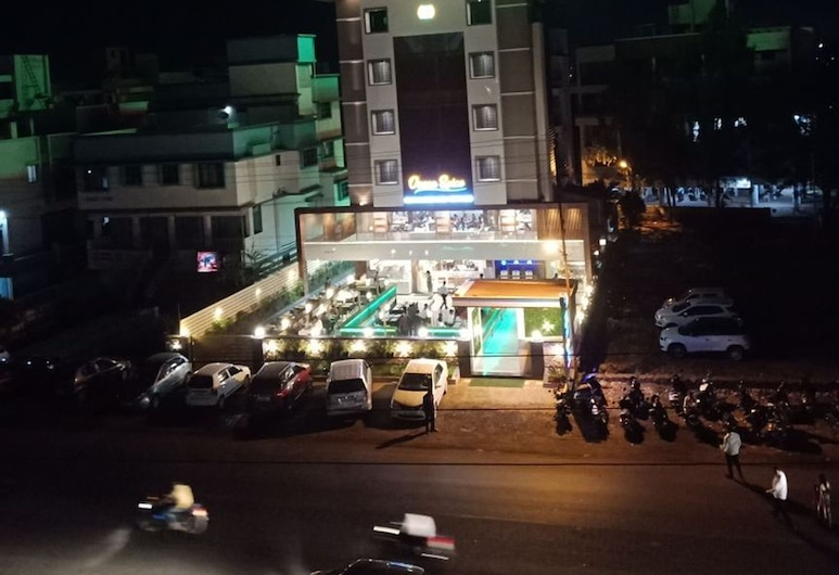 Hotel Maval Grand, Wadgaon, ด้านหน้าของโรงแรม - ช่วงเย็น/กลางคืน