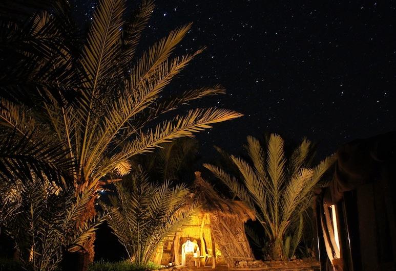 Camp  Serdrar, Ait Boudaoud, Fachada do Hotel - Tarde/Noite