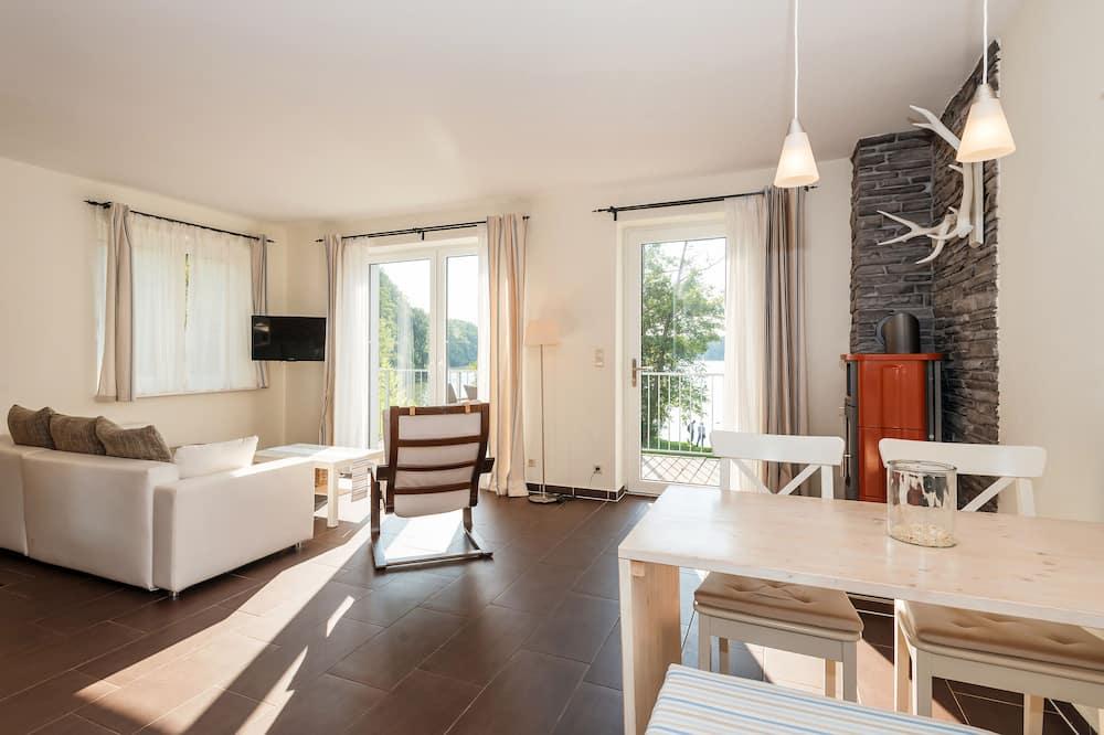 Apartment, Balkon, Seeblick - Wohnzimmer