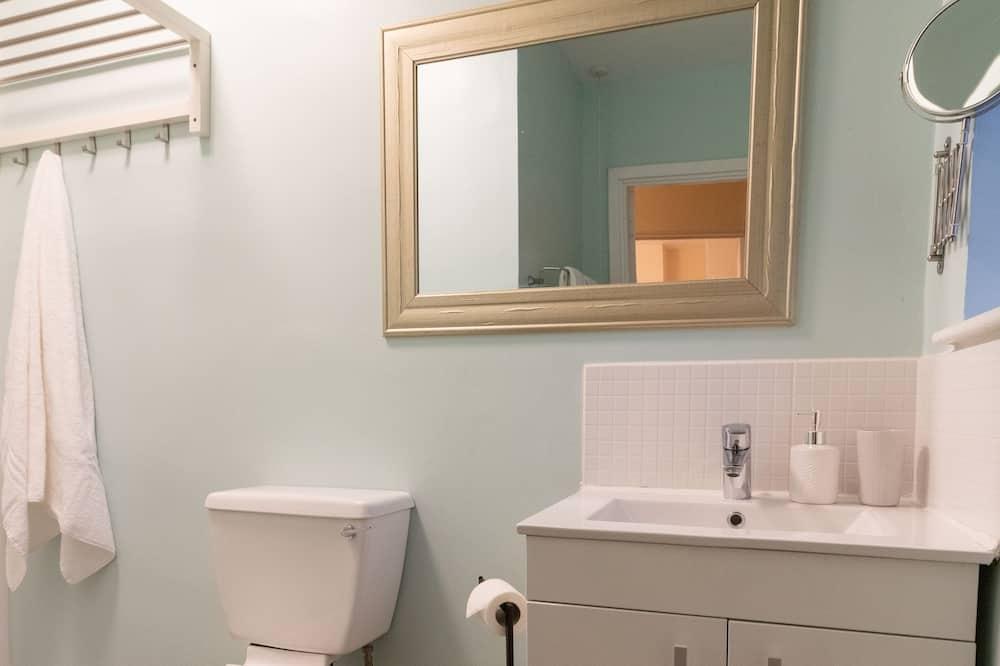 Double Room (V1) - Bathroom