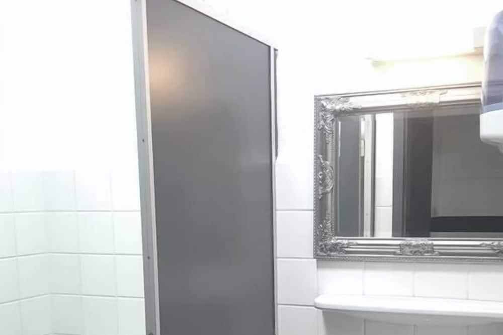 Basic Τετράκλινο Δωμάτιο - Μπάνιο