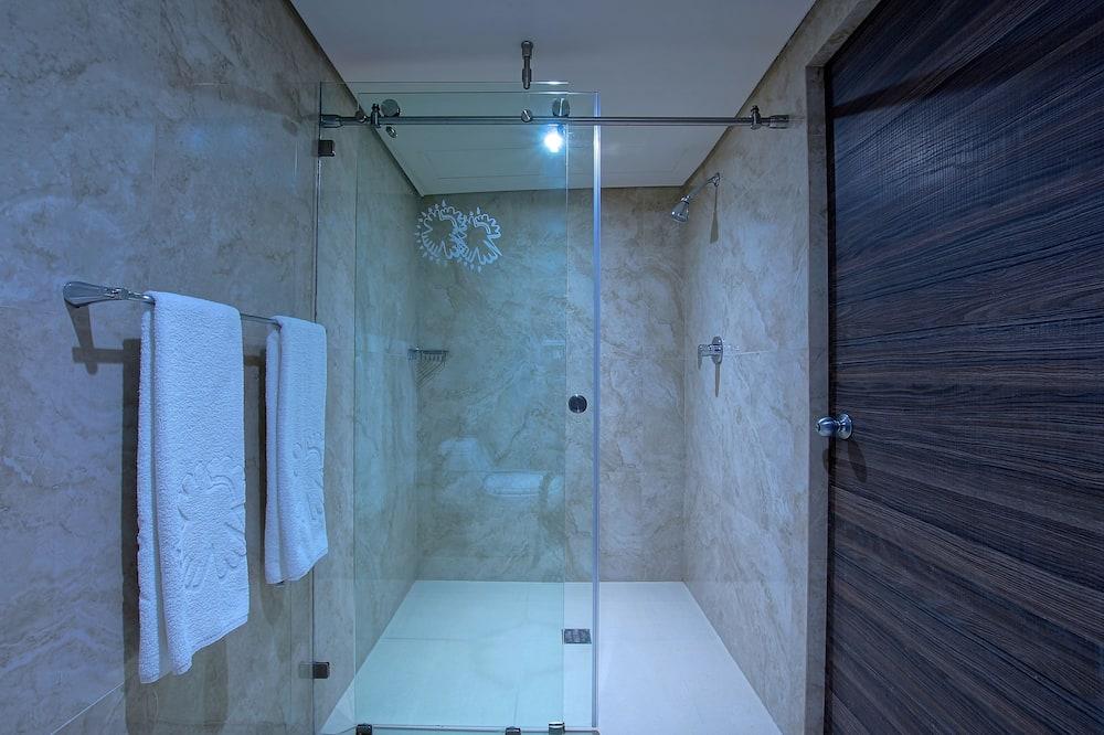 Deluxe-Doppelzimmer, 2Doppelbetten, Nichtraucher - Badezimmer