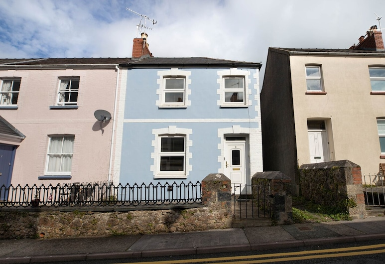 Clareston Road 8, Tenby