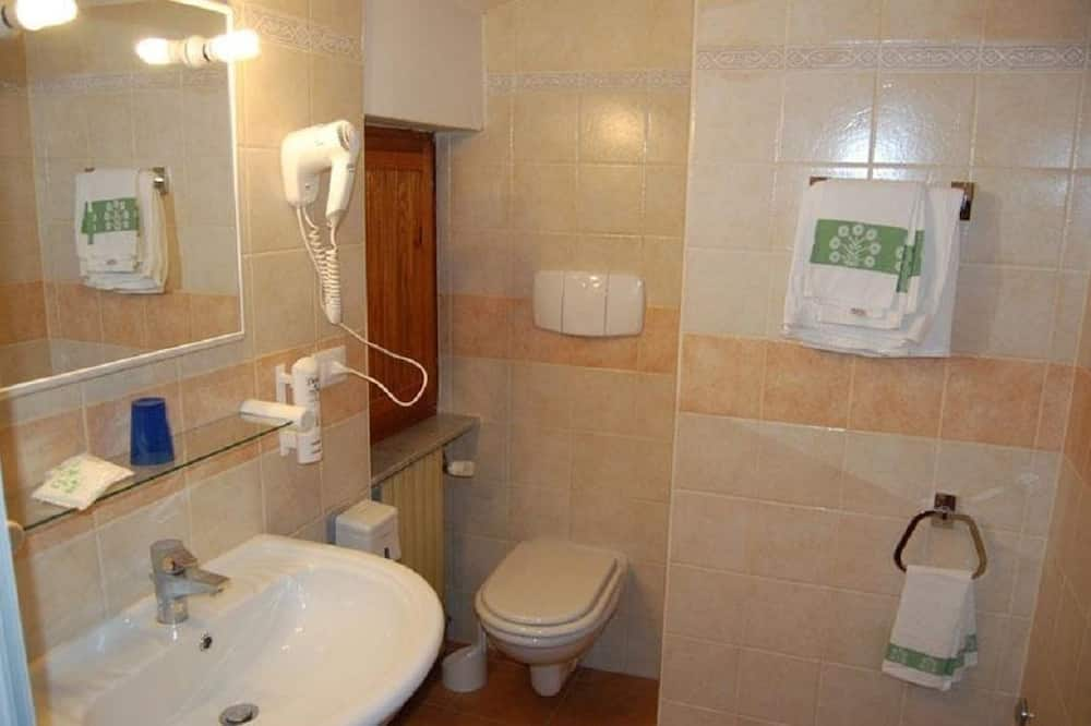 Double or Twin Room, Mountain View - Bathroom