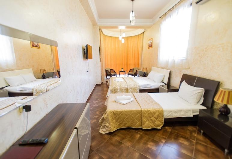 HOTEL AMBER, Batumi, Pokój dla 3 osób Classic, Wiele łóżek, dla palących, Pokój