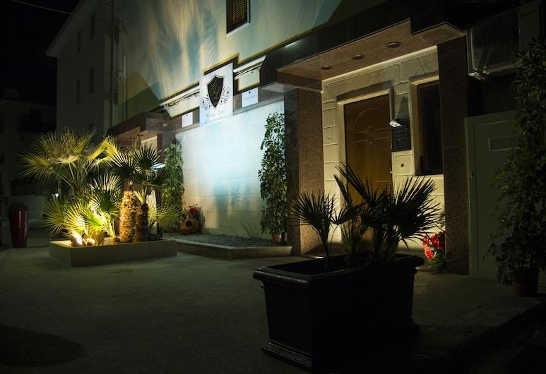 吉亞昂路易斯民宿, Fasano, 飯店入口 - 夜景