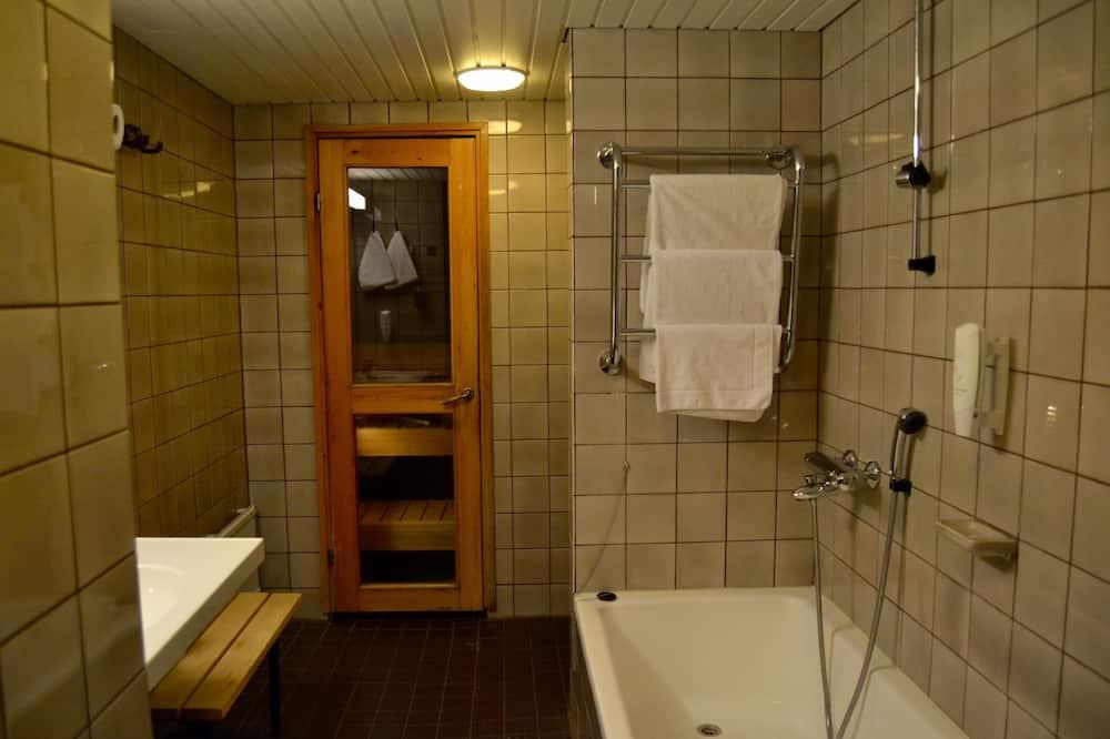 Superior Twin Room, 2 Twin Beds, Non Smoking - Bathroom