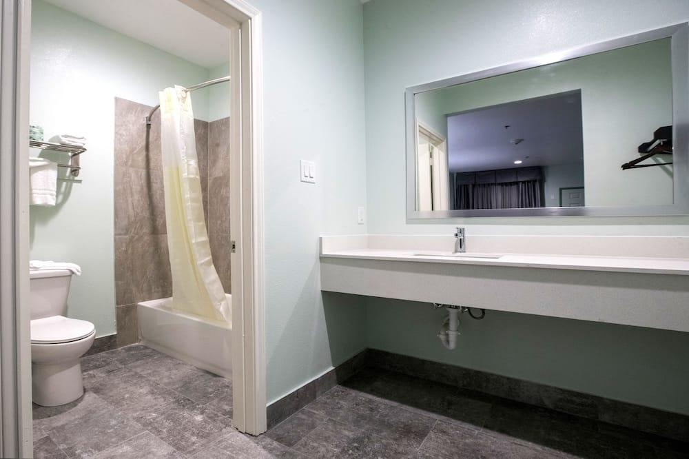 Chambre Simple Exclusive, 1 très grand lit, fumeurs - Lavabo de la salle de bain