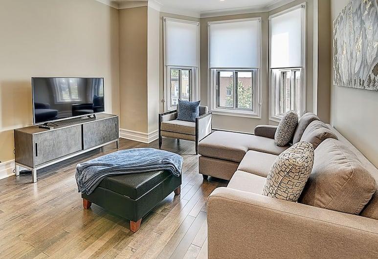 Plateau PRIME SUITE Plus A.C. Parking, Montreal, Apartment (304), Living Area