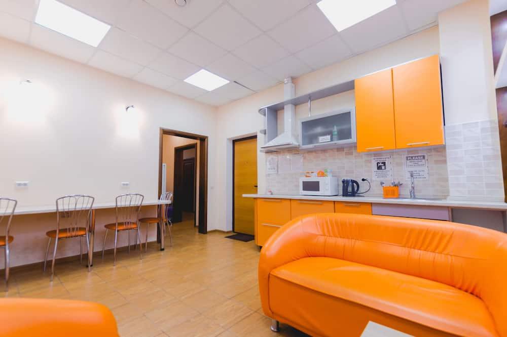 Dormitório Partilhado, Dormitório Misto (Bed in 6-Bed Room) - Cozinha partilhada