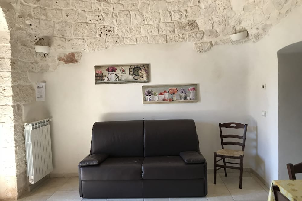 Traditional Apartment, 1 Bedroom - Living Area