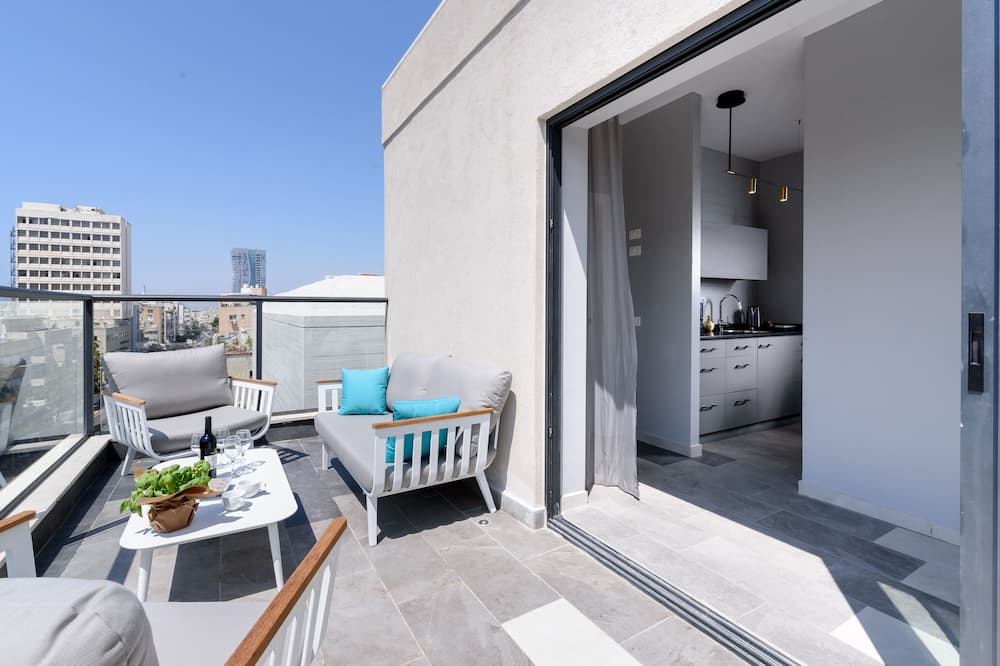 Deluxe One Bedroom Suite with Balcony - Living Area