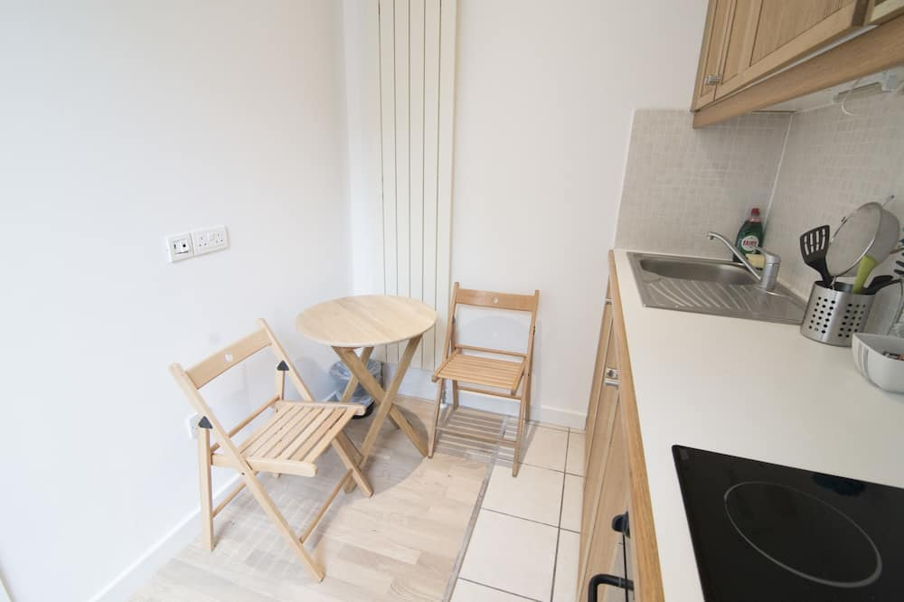 Standard Studio, 1 Double Bed, Non Smoking - In-Room Dining