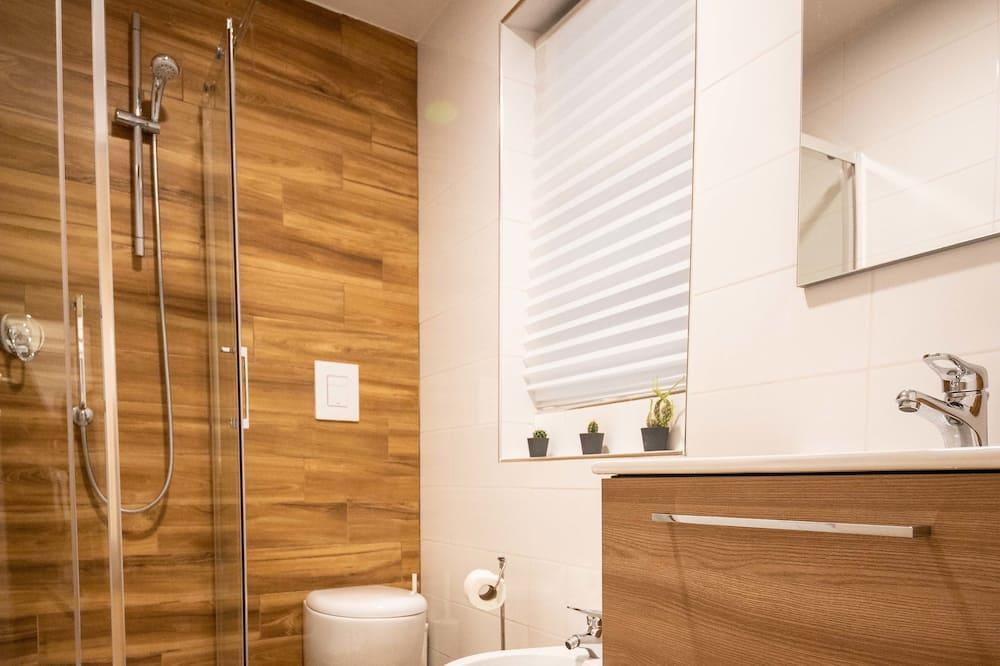Classic Room, 1 Queen Bed, Non Smoking (ROOM 2) - Bathroom