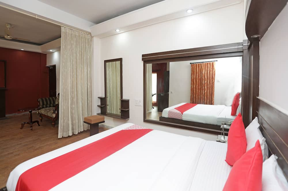 Deluxe Double Room Single Use, 1 King Bed - Guest Room