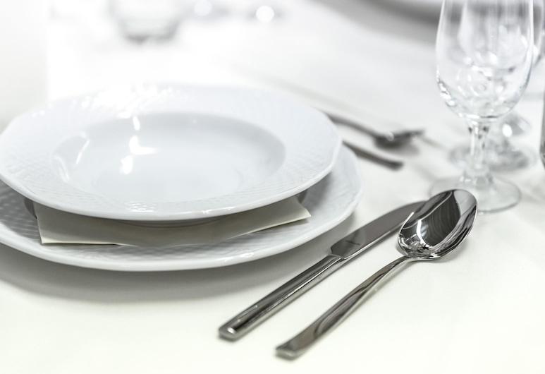 OYO 13859 Soveet Residency, Bhubaneshwar, Quarto Duplo ou Twin, Cozinha no Quarto