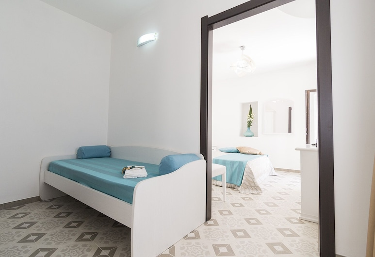 Residenza La Nivera, Miglionico, Comfort Triple Room, Terrace, Guest Room
