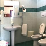 Classic Triple Room, Multiple Beds, Non Smoking, Sea View - Bathroom