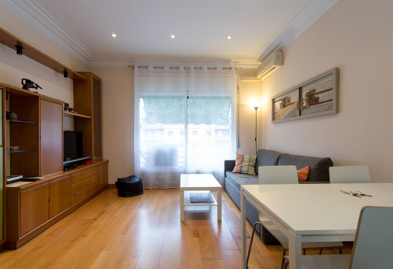 Sagrada Familia - Gaudi Apartment, ברצלונה, דירה, 3 חדרי שינה, סלון