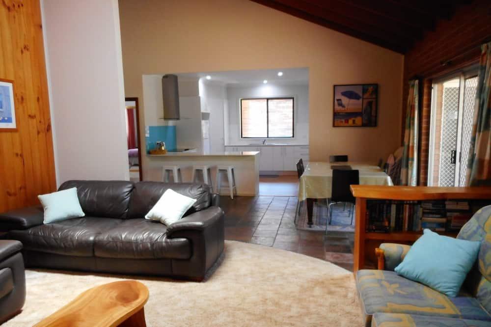 Tek Büyük veya İki Ayrı Yataklı Oda - Oturma Alanı
