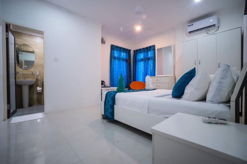 Habitación doble estándar, 1 cama Queen size, vista a la ciudad - Habitación